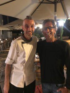 Su nombre original es Manuel Alejandro Fuentes Landeira, oriundo de Galicia, España. Gastronomía en Formentera